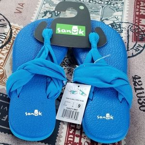 Sanuk yoga slings new with tags